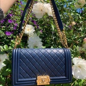 Chanel boy medium  navy lambkins gold